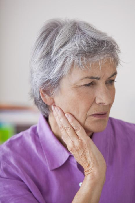 Woman with jaw pain | Bruxism in Avondale